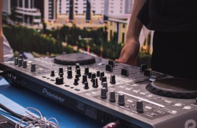Here's A Beginner's Guide To The DJ Equipment!